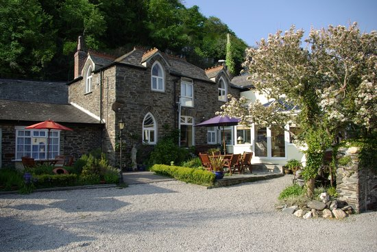 Valency B&B: Nestled at Valency Valley entrance