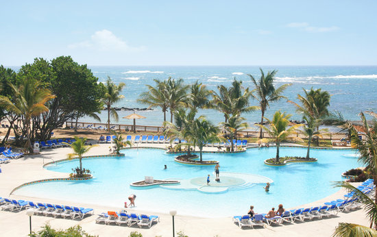 Coconut Bay Resort &amp; Spa: Coconut Bay Main Pool with swim-up bar.