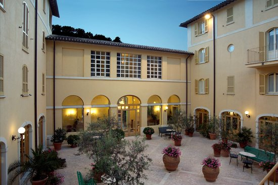 Hotel San Luca: Courtyard