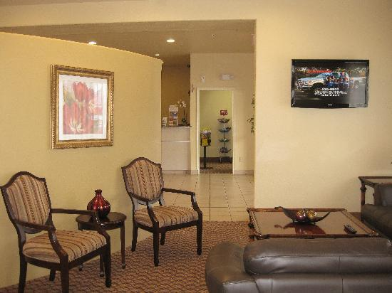 Comfort Suites North IH 35: Lobby area