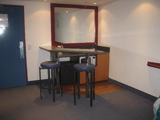 Suite Novotel Montpellier: bar, frigo, micro ondes, the, cafe