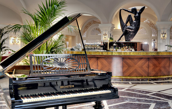 Hotel Phoenicia: Palm Court Lounge