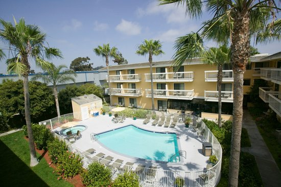 Hampton Inn San Diego-Sea World/Airport Area: Outdoor Swimming Pool