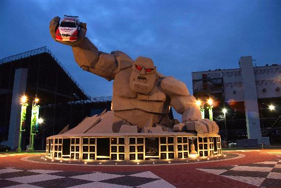 Dover Speedway&#39;s Miles the Monster