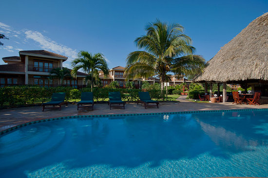 Belizean Dreams pool and villas.