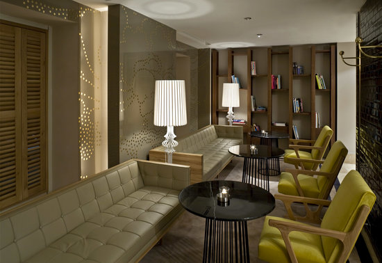 Witt Istanbul Suites: Lobby and Library