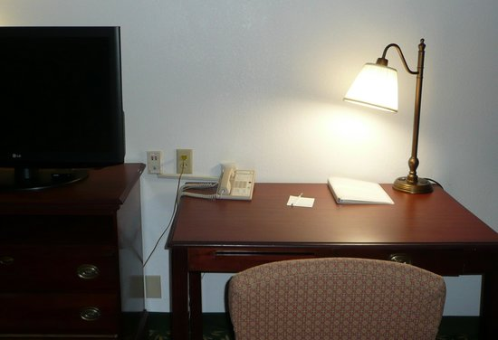 Hampton Inn Huntsville - Arsensal/South Parkway: Wireless access only, cable did not work