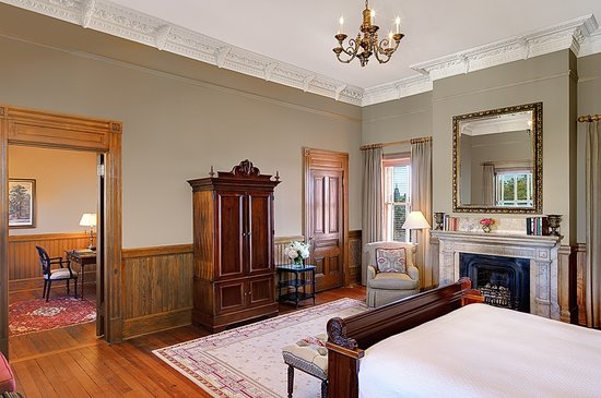 Wentworth Mansion: Enjoy 700 square feet in Mansion Suite