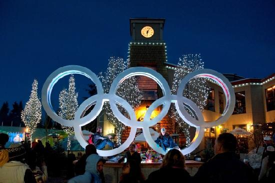 Whistler, Kanada: Olympic Rings in The Village
