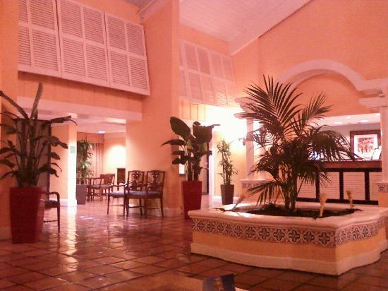 Ramada West Palm Beach Airport: Lobby