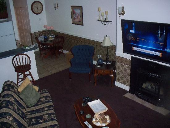 Judith Ann Inn: living room