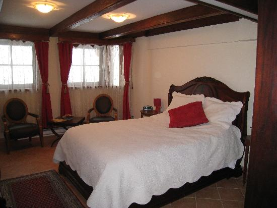 Le Domaine Tomali-Maniatyn: The lovely Romantic Room.