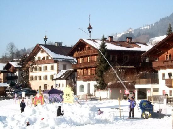 Hotel Pension Unterbrau: The route to ski lift - 5 mins
