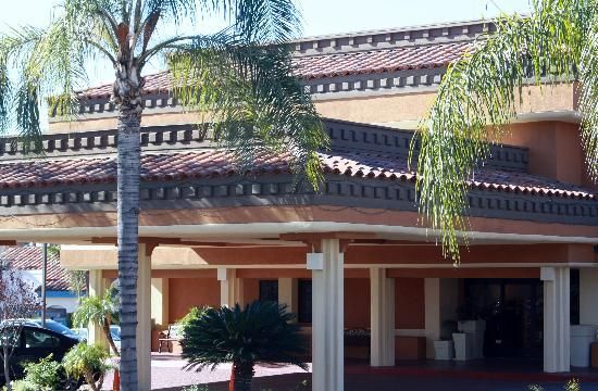 Holiday Inn Express Moreno Valley: Front of hotel
