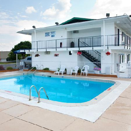 swimming pool picture of motel 6 oshkosh oshkosh tripadvisor