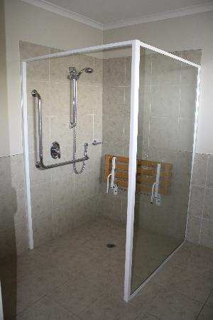 Alpine Lake Motor Lodge: Shower