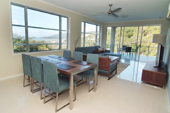 Summit Apartments Airlie Beach: 2 Bedroom Living Area