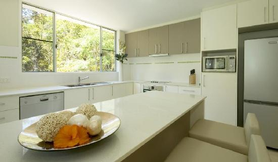 Summit Apartments Airlie Beach: 2 Bedroom Kitchen
