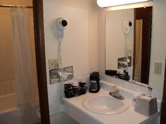 Americas Best Value Inn Hays: Bathroom (2)