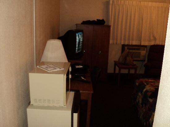 Americas Best Value Inn Hays: Bedroom