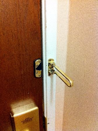 Sheraton Philadelphia University City Hotel: Broken lock