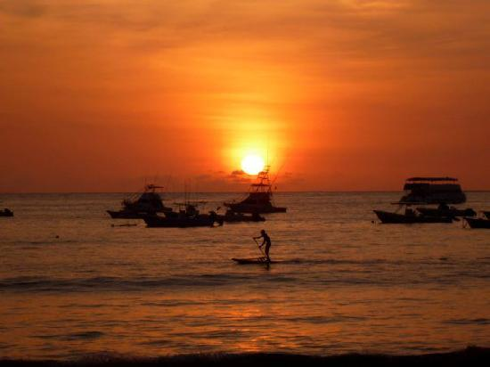 Vista Guapa Surf Camp: We finished up my Stand-Up Paddle board session at sunset.
