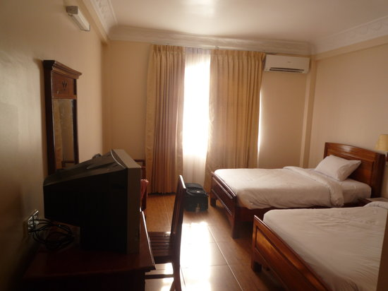 Angkor Pearl Hotel: Our hotel room