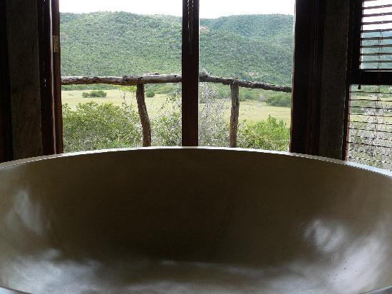 Nguni River Lodge: Bad mit Aussicht