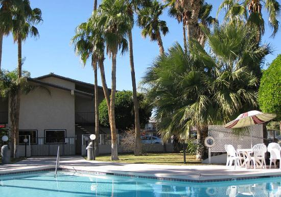Knight Inn And Suites Yuma: Hotel Pool