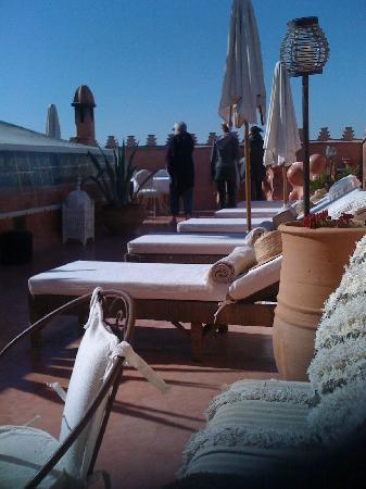 Zamzam Riad: loungers on the roof terrace