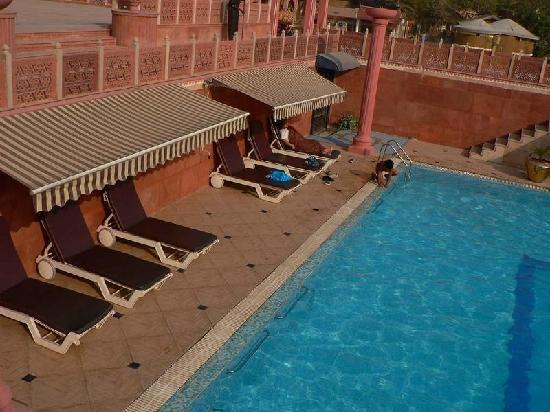 Chokhi Dhani Resort: swimming pool