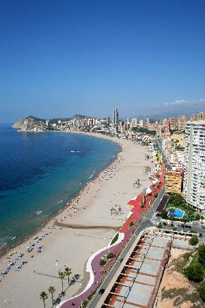Beni Beach Apartments: View south along Playa Poniente