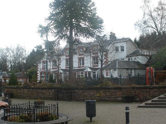Strathpeffer, UK: hotel from the front
