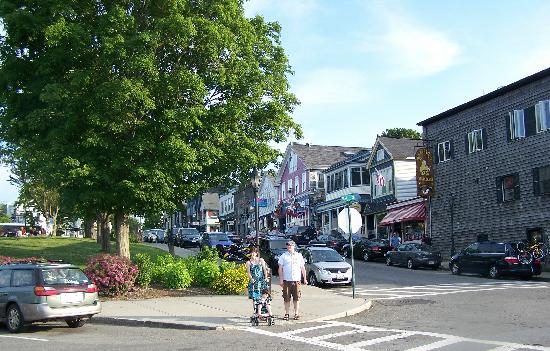 Bar Harbor, ME: Looking towards the shops from the habor.