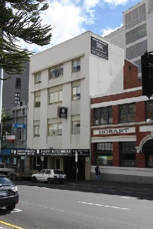 Montgomery's Private Hotel & YHA Backpackers: Hotel facade