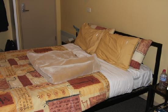 Montgomery's Private Hotel & YHA Backpackers: Double bed