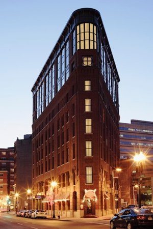 Bulfinch Hotel Boston: Bulfinch Hotel at Night