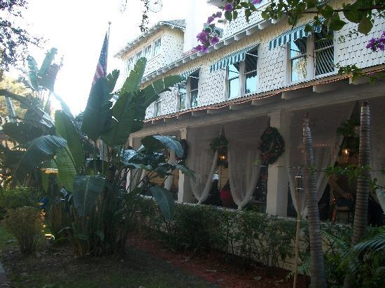 The Historic Peninsula Inn & Spa : Front of Inn