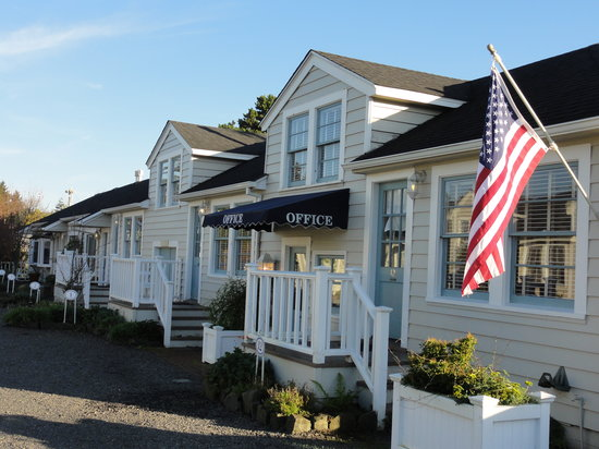 Exterior of Gearhart Ocean Inn