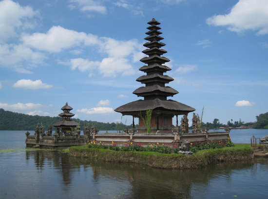 Nusa Dua Peninsula, Indonesia: Temple on the lake bratan