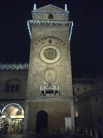 Mantua, Italy: La torre dell&#39;orologio