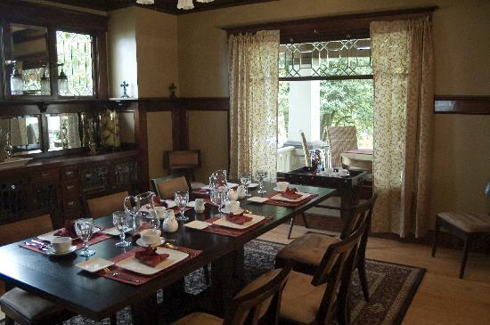 The Lions Gate Inn Bed & Breakfast: Formal Dining Room