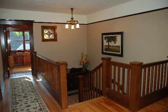 The Lions Gate Inn Bed & Breakfast: Upstairs Hall