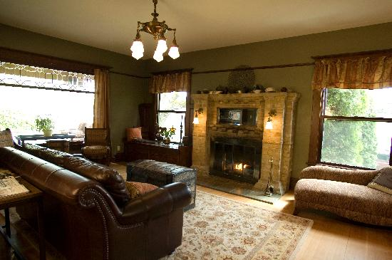 The Lions Gate Inn Bed & Breakfast: Living Room