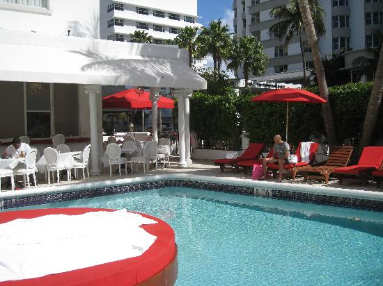 Red South Beach Hotel: Pool Area