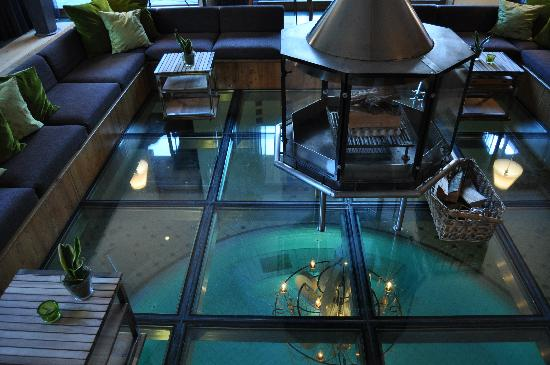 Coeur des Alpes: Glass floor of lobby viewing pool