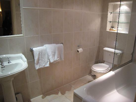 51 Kensington Court Limited : Bathroom