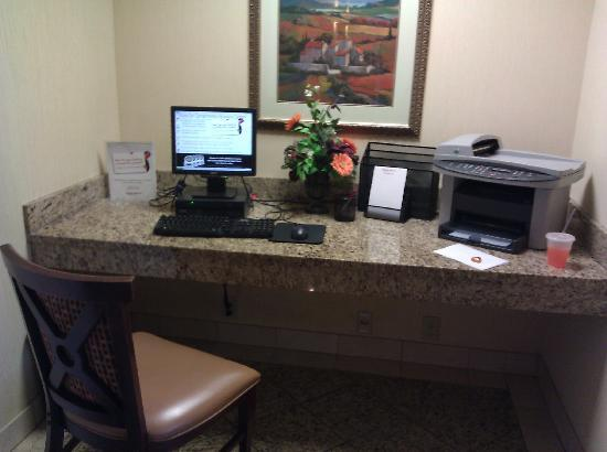 Drury Inn & Suites Atlanta Northeast: Business center (err, and my cup of pop from the soda fountain!)