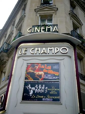 Hotel Central Saint Germain: Hotel is right next to theater - It is a great Marker to find hotel.
