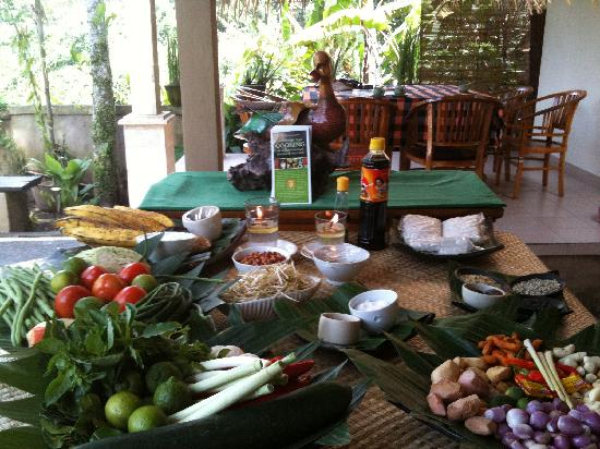 http://media-cdn.tripadvisor.com/media/photo-s/01/c5/45/dd/where-the-cooking-class.jpg